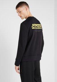 Neil Barrett BLACKBARRETT - ADDICTED TO SPORT - Sweatshirt - black/yellow - 2