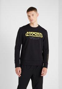 Neil Barrett BLACKBARRETT - ADDICTED TO SPORT - Sweatshirt - black/yellow - 0