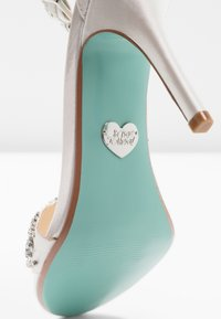 Blue by Betsey Johnson - GINA - High heeled sandals - ivory - 2