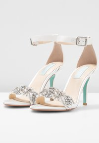 Blue by Betsey Johnson - GINA - High heeled sandals - ivory - 4