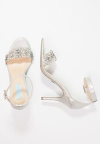 Blue by Betsey Johnson - GINA - Sandaler med høye hæler - silver - 3