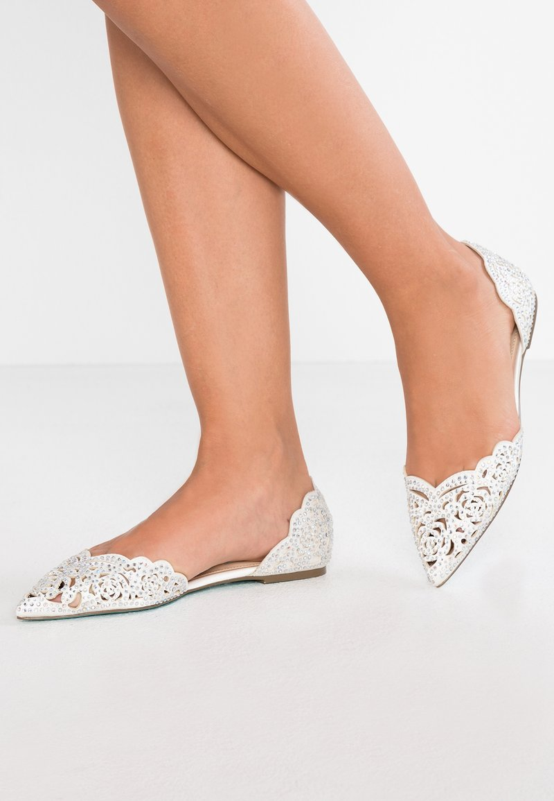 Blue by Betsey Johnson - LUCY - Bailarinas - ivory