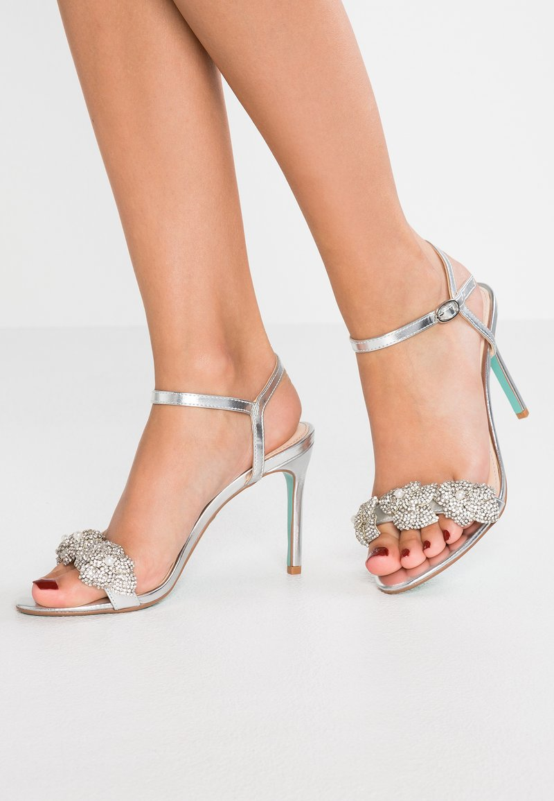 Blue by Betsey Johnson - HARLO - Sandales à talons hauts - silver