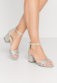 Blue by Betsey Johnson - Sandaler - silver - 0