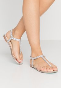 Blue by Betsey Johnson - Zehentrenner - silver - 0