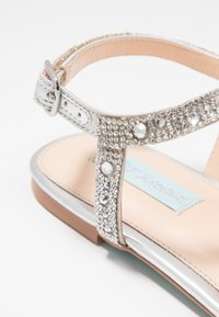 Blue by Betsey Johnson - Zehentrenner - silver - 2