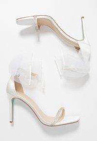 Blue by Betsey Johnson - TORI - Sandaler med høye hæler - ivory - 3