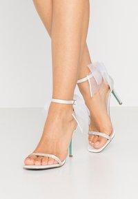 Blue by Betsey Johnson - TORI - Sandaler med høye hæler - ivory - 0