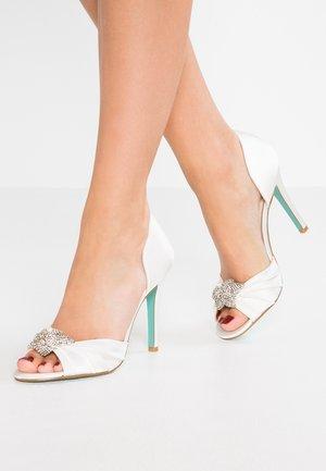BRIAR - Zapatos altos - ivory