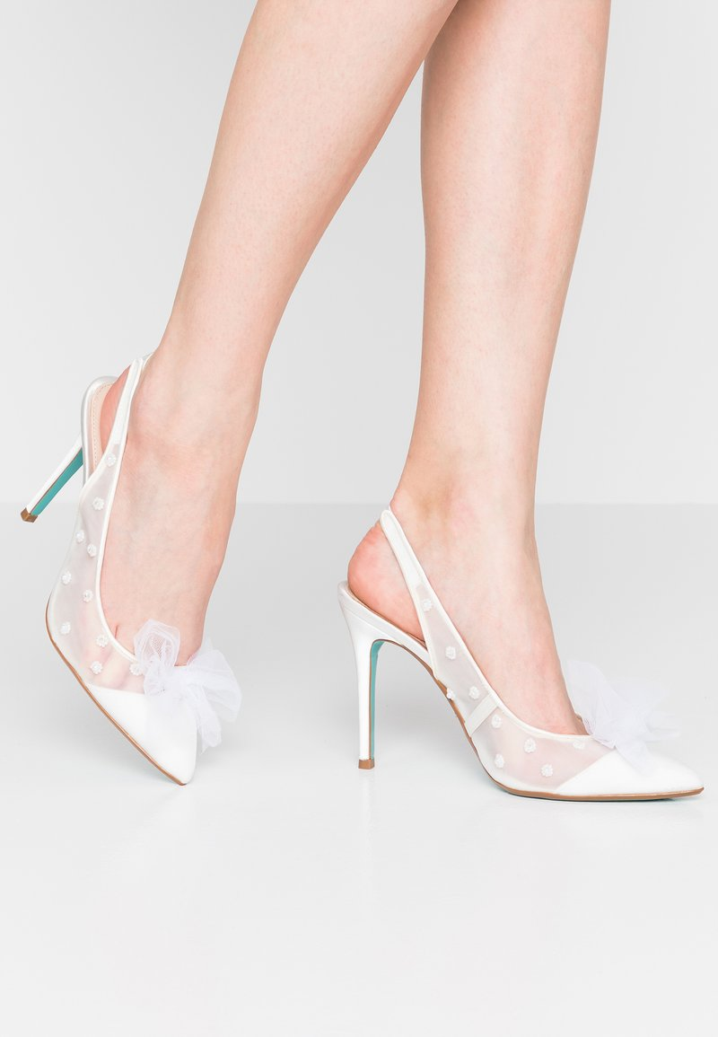 Blue by Betsey Johnson - ABIA - Zapatos altos - ivory