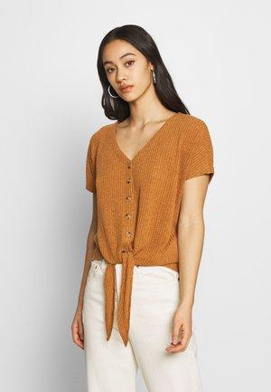 BSPETRINE - Print T-shirt - sudan brown