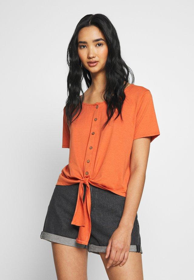 BSCOMO  - T-Shirt print - mango
