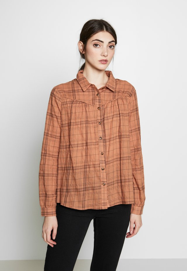 LINKA - Button-down blouse - mocha mousse
