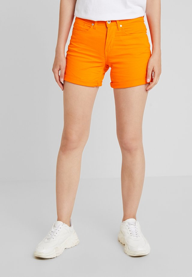BSBANNON BRIGHT - Jeansshorts - vibrant orange