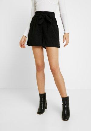 HENNE - Shorts - black