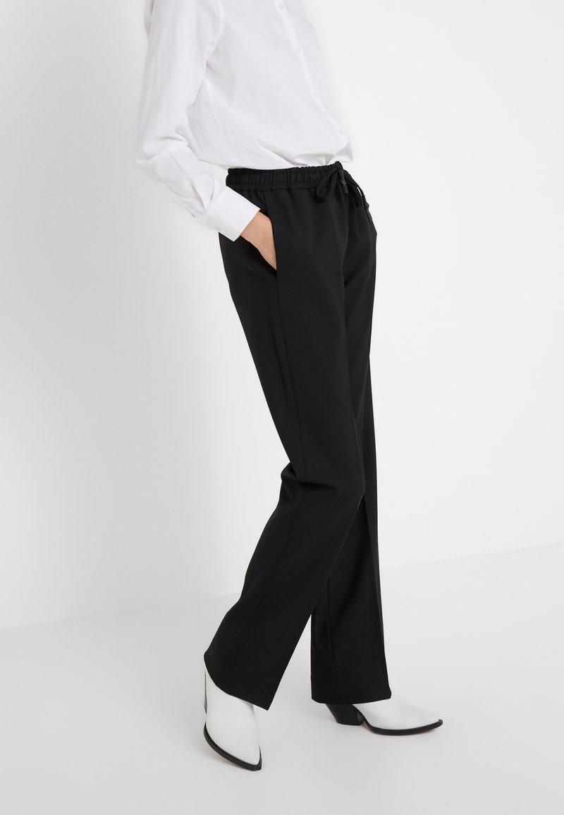BLANCHE - LORA PANTS - Stoffhose - black
