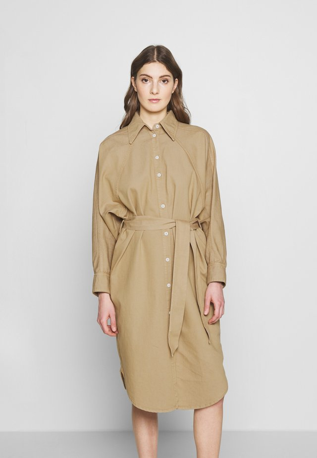 ALINA DRESS - Dongerikjole - light sand