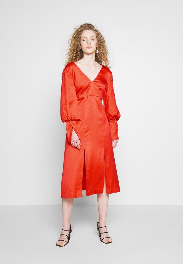 YASMIN DRESS - Korte jurk - coral