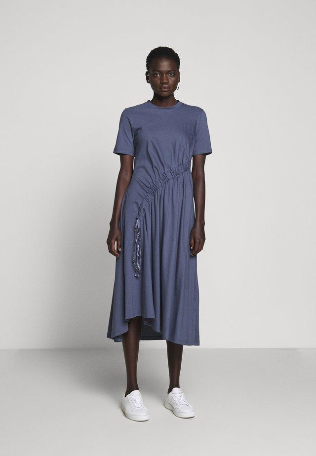 DRAW DRESS - Sukienka z dżerseju - indigo