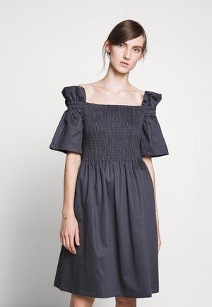 CIOLA SMOCK DRESS - Freizeitkleid - graphite