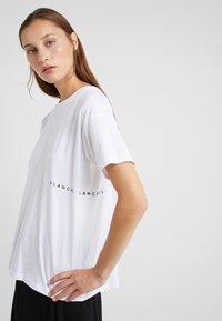 BLANCHE - MAIN LIGHT - T-Shirt basic - white/blue - 0