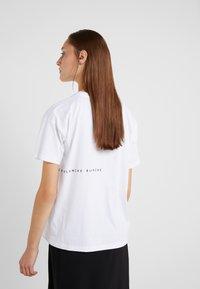 BLANCHE - MAIN LIGHT - T-Shirt basic - white/blue - 2