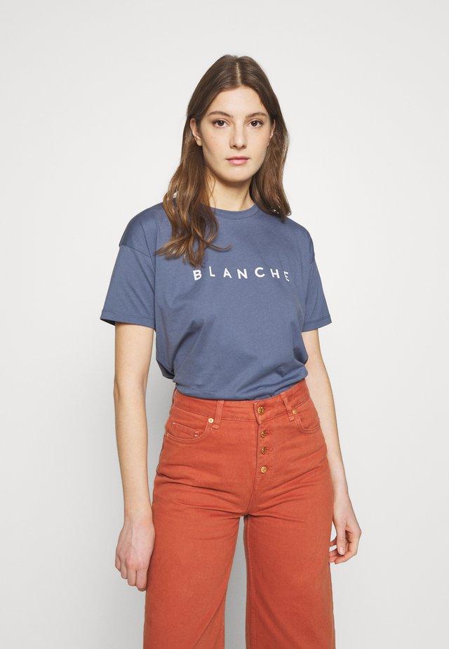MAIN CONTRAST - T-shirts print - indigo