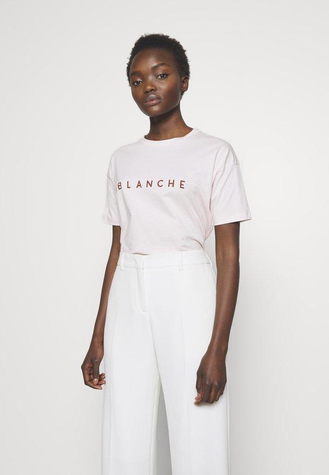 MAIN CONTRAST - T-shirt z nadrukiem - spring blush