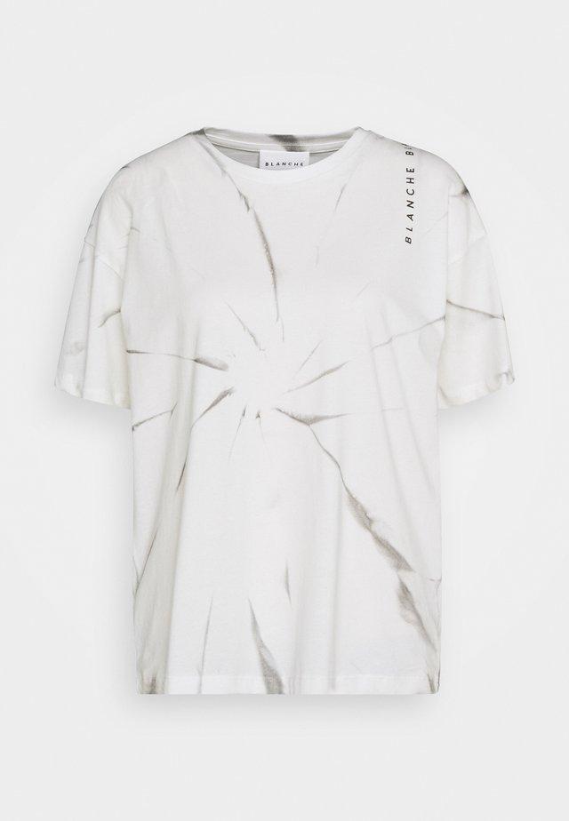 MAINTIE DYE - T-shirt z nadrukiem - ecru