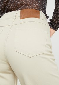 BLANCHE - ALIA CLEAN PANTS - Flared Jeans - moss gray - 3