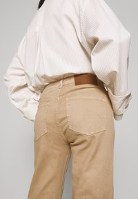 BLANCHE - Flared Jeans - light sand - 4