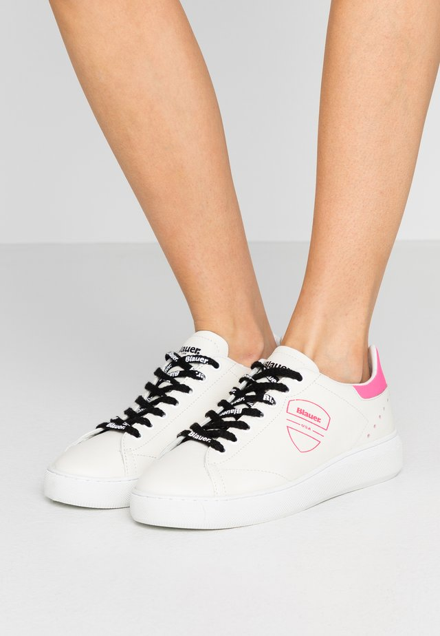 KENDALL - Trainers - white/fuxia