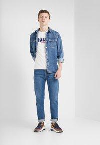 Blauer - T-shirts med print - off-white - 1
