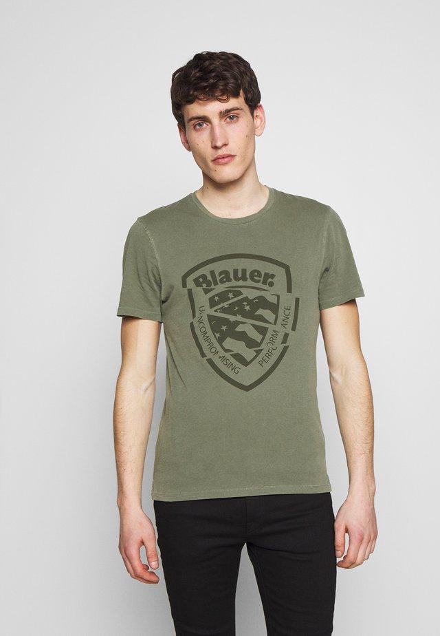 MANICA CORTA - T-shirt med print - verde olivastro