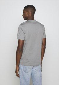 Blauer - MANICA CORTA - T-shirt med print - grigio piccione - 2