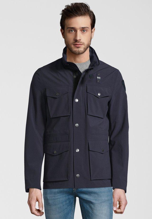 FIELDJACKET MIT VERSTAUBARER KAPUZE - Summer jacket - navy