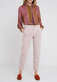 BOSS - SACHINI - Chinos - pastel red - 0