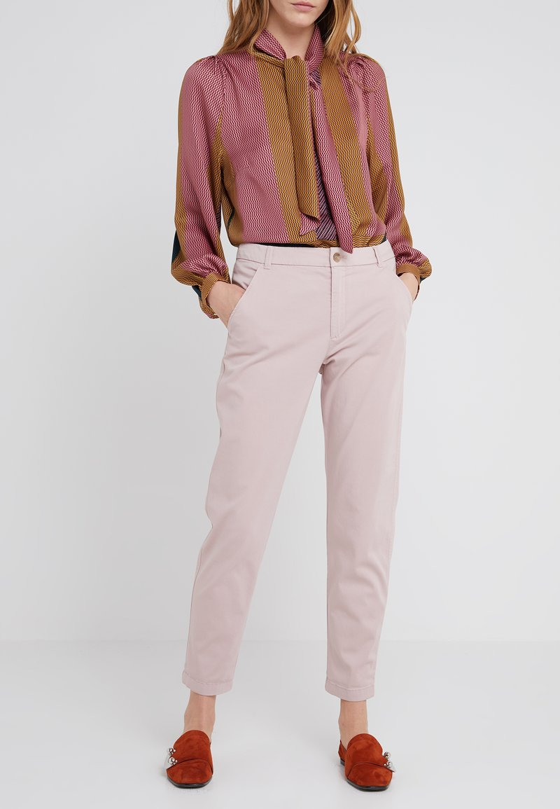 BOSS - SACHINI - Chinos - pastel red