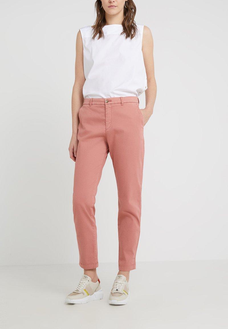 BOSS - SACHINI - Chino kalhoty - pastel red