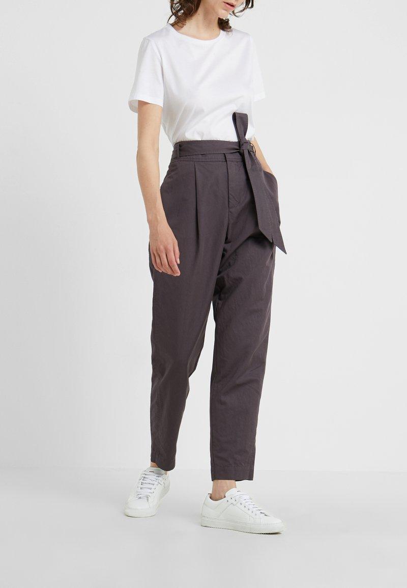 BOSS - SAROSY - Spodnie materiałowe - charcoal