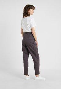 BOSS - SAROSY - Spodnie materiałowe - charcoal - 2
