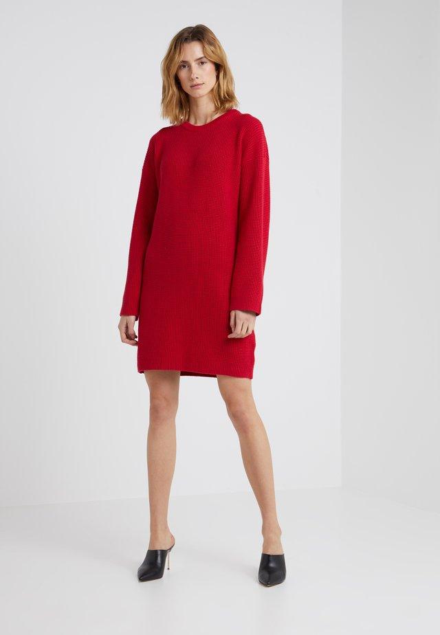 ITARISA - Pletené šaty - bright red