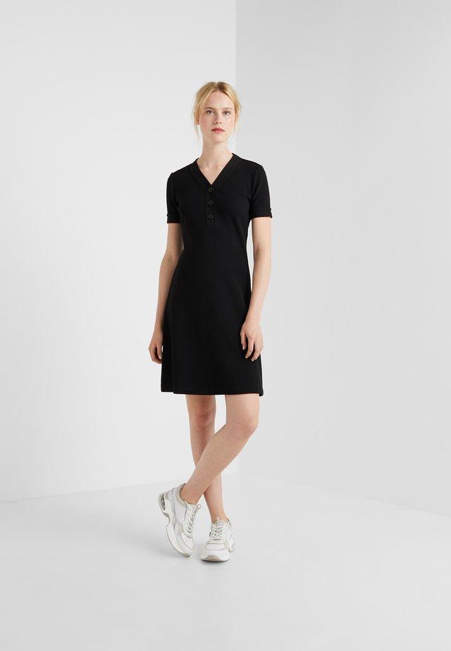 DASAND - Pletené šaty - black