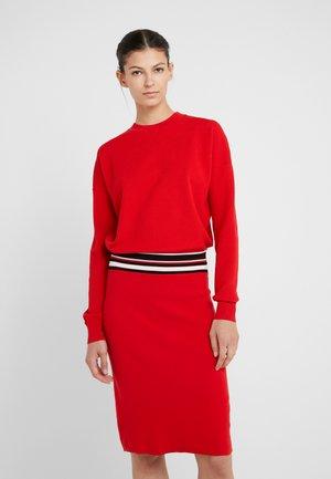 IWEARIT - Pletené šaty - scarlet red