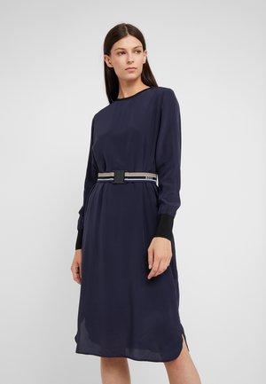 ERNARDINE - Korte jurk - open blue