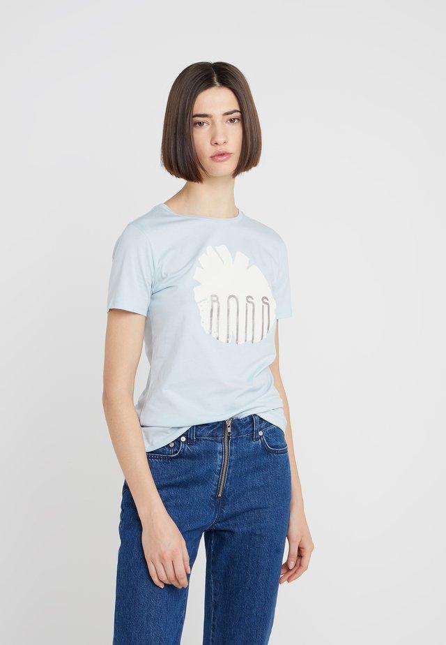 TEBLOSSOM - Print T-shirt - blue dust