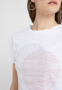 BOSS - TEMOIRE - T-shirt con stampa - white - 4