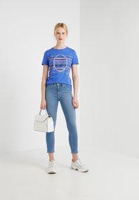 BOSS - TEAROUND - T-shirt con stampa - medium blue - 1