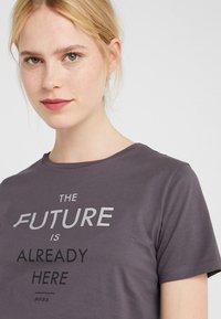 BOSS - TECUT - T-shirt con stampa - charcoal - 3