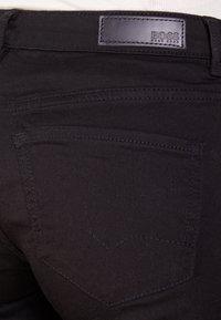 BOSS - Slim fit -farkut - black - 4